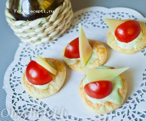 Закуска с сыром и помидорами.jpg