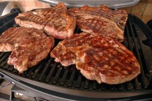 как пожарить стейк из говядины на гриль сковороде