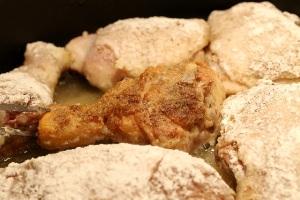 Простой рецепт жареной курицы