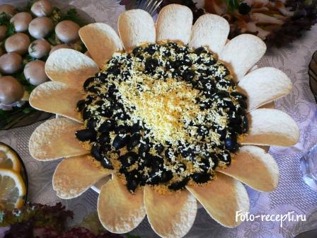 Салат Подсолнух с чипсами и печенью трески рецепт приготовления пошаговый с фото