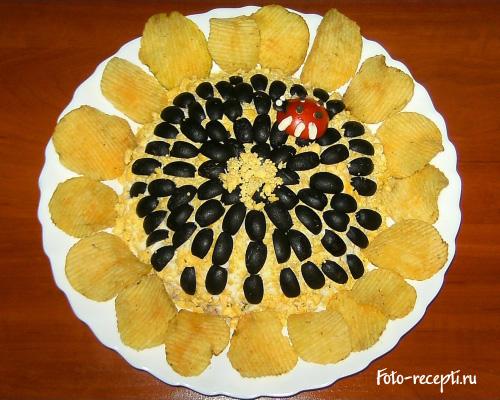 Салат Подсолнух с чипсами, курицей и грибами рецепт приготовления пошаговый с фото