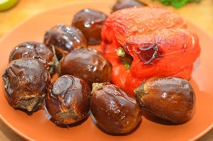 салат из баклажанов и перца печеного