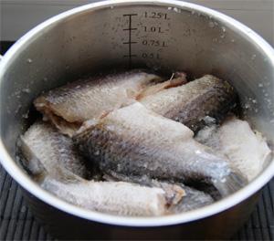 Сушеная рыба с паприкой